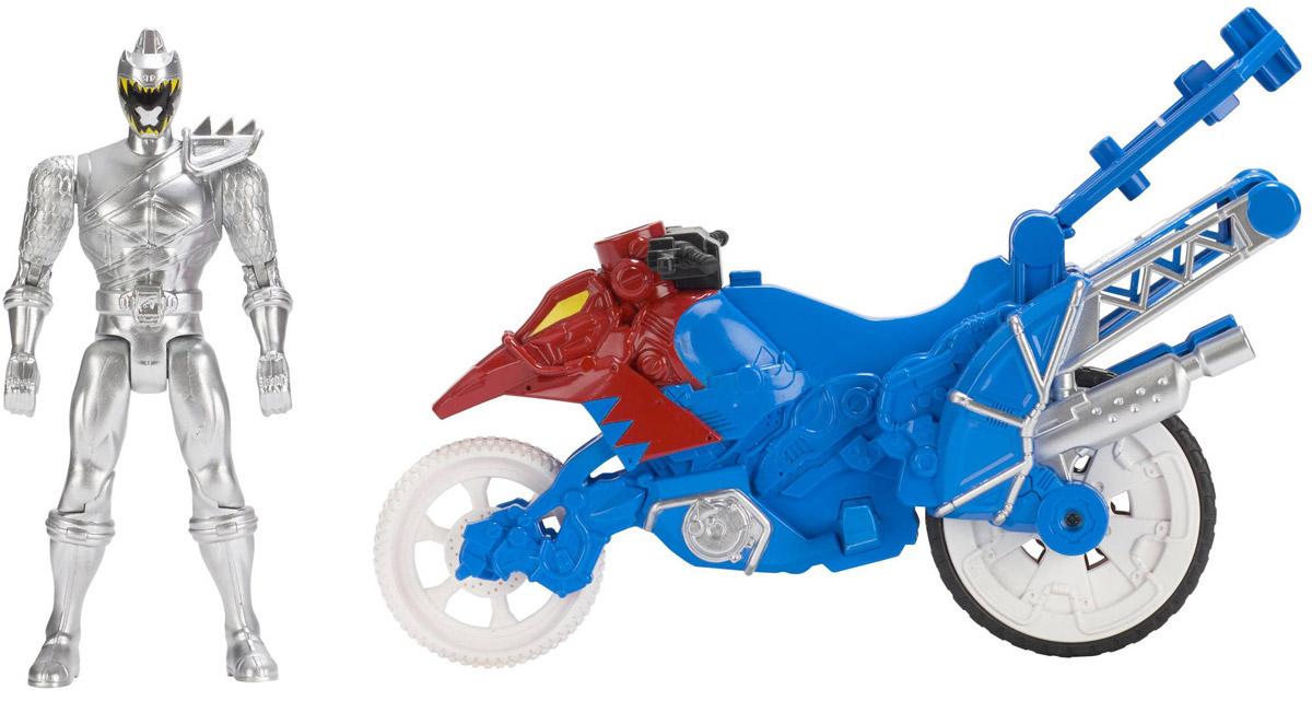 Power Rangers Фигурка Dino Stunt Bike and Silver Ranger43070_43078_cиний, красный/серыйНабор Power Rangers Могучие рейнджеры состоит из фигурки рейнджера и мотоцикла. Фигурка, выполненная из пластика в виде рейнджера в шлеме и специальном костюме, станет любимой игрушкой вашего ребенка. Руки, ноги и голова фигурки подвижны. У мотоцикла колеса со свободным ходом. Фигурку можно посадить на мотоцикл и катать. Байк разбирается на две части, представляющие из себя дино зордов - динозавроподобных боевых роботов. Дино зорды этого набора комбинируются с другими игрушками серии Zord Builder. Игрушка выполнена по мотивам приключенческого фильма Power Rangers. Могучие рейнджеры - это новое поколение героев, которые унаследовали силу древних воинов и должны встать на защиту Земли. Эта игрушка обязательно понравится ребенку, он часами будет играть с ней, придумывая захватывающие истории для героев.