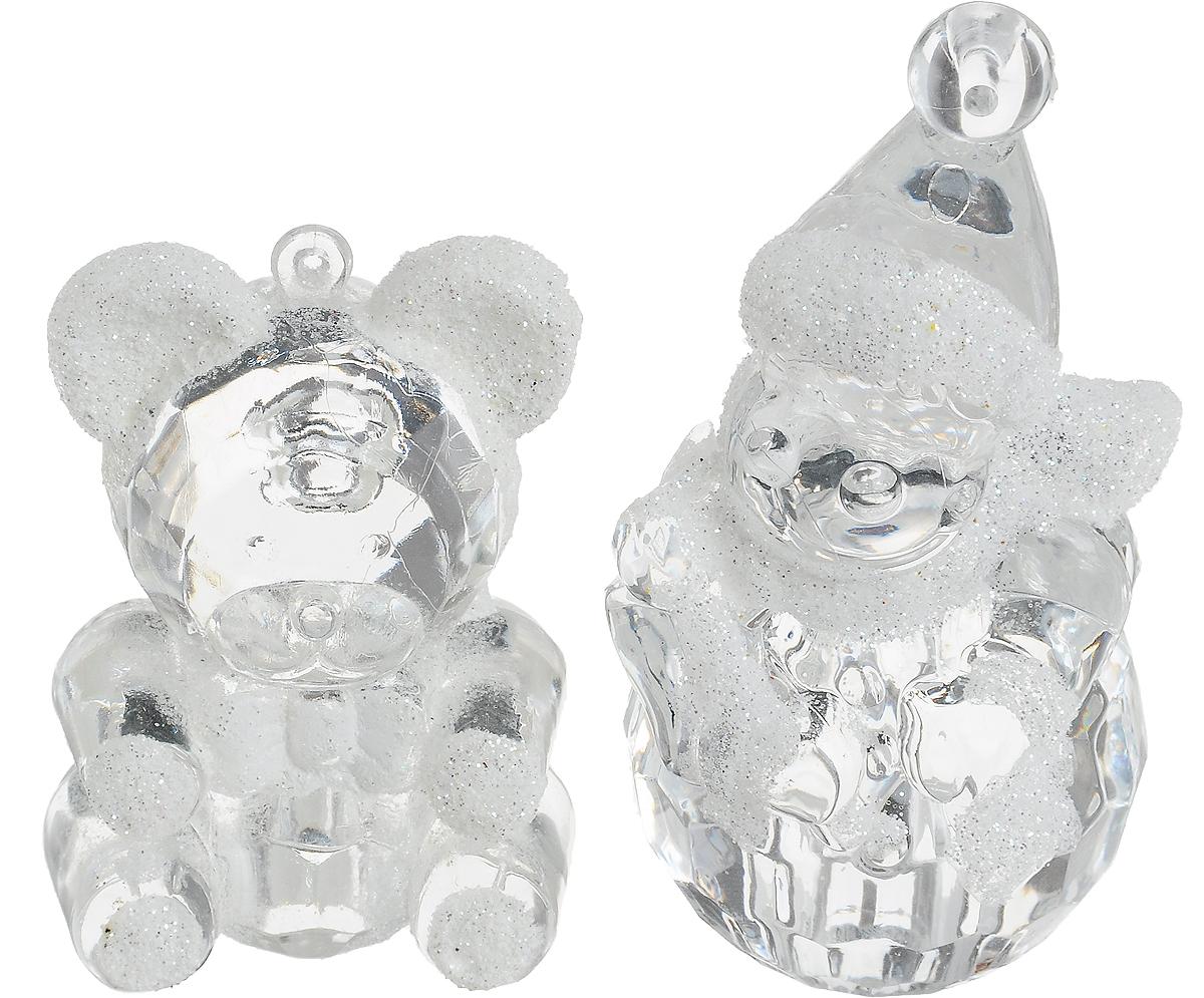 Украшение новогоднее подвесное Winter Wings Снеговик и мишка, 2 штN180012Набор украшений Winter Wings Снеговик и мишка прекрасно подойдет для праздничного декора новогодней ели. Изделия выполнены из высококачественного пластика. Набор включает в себя 2 изделия с новогодней тематикой. Для удобного размещения на елке на украшениях предусмотрены веревочки. Елочная игрушка - символ Нового года. Она несет в себе волшебство и красоту праздника. Создайте в своем доме атмосферу веселья и радости, украшая новогоднюю елку нарядными игрушками, которые будут из года в год накапливать теплоту воспоминаний. Откройте для себя удивительный мир сказок и грез. Почувствуйте волшебные минуты ожидания праздника, создайте новогоднее настроение вашим дорогим и близким. Высота снеговика: 8 см. Высота медведя: 6 см.