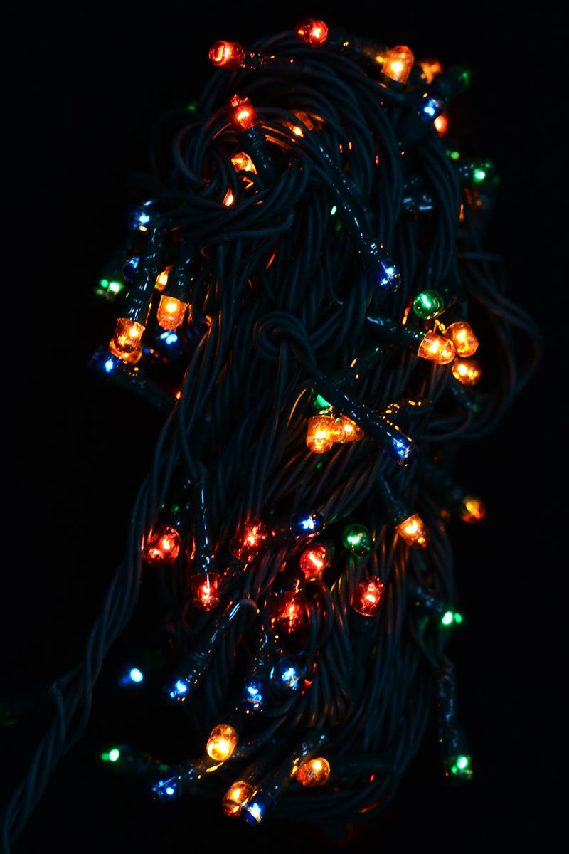 Гирлянда новогодняя электрическая Magic Time, 140 лампочек, 500 см. 4227442274Новогодняя электрическая гирлянда Magic Time украсит интерьер вашего дома или офиса в преддверии Нового года. Лампы выполнены в разных цветах. Имеется контроллер переключения режимов мигания огней (8 режимов). Оригинальный дизайн и красочное исполнение создадут праздничное настроение. Откройте для себя удивительный мир сказок и грез. Почувствуйте волшебные минуты ожидания праздника, создайте новогоднее настроение вашим дорогим и близким. Материал: медь, поливинилхлорид, стекло, вольфрамовая нить. Количество ламп: 140 шт. Мощность: 16 Вт. Напряжение: 220 В.