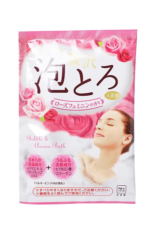 Gyunyu Sekken 00283gs Пудровая соль для принятия ванны с ароматом розы 30 г00283gsПудровая соль с ароматом розы предназначена для ежедневного ухода за телом. Увлажняющие и питательные компоненты, растворенные в воде, ухаживают за кожей, делая ее гладкой, нежной и упругой. Экстракт розы и экстракт шиповника увлажняют и питают. Гиалуроновая кислота и коллаген выравнивают цвет кожи и позволяют ей оставаться гладкой и упругой надолго. Средство придает воде молочно-розовый цвет и приятный цветочный аромат.