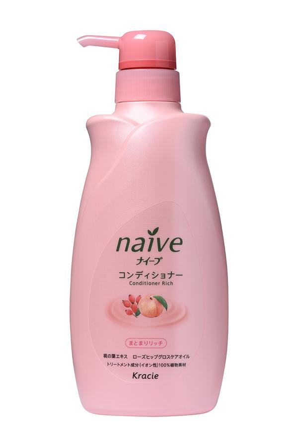 Kracie 71601 Naive Бальзам-ополаскиватель для сухих волос восстанав. «Naive - экстракт персика, 550 мл71601krМягкий бальзам-ополаскиватель обеспечивает волосы необходимыми питательными и увлажняющими веществами. Активные компоненты 100% растительного происхождения восстанавливают структуру волос, делая их шелковистыми и послушными. • Гликозилтрегалоза (увлажняющее вещество аминокислотной группы) в сочетании с растительными экстрактами глубоко увлажняет волосы, предотвращая ломкость и секущиеся кончики. • Экстракт из листьев и мякоти плодов персикового дерева питает волосы, защищает от пересушивания, увлажняет и смягчает кожу головы. • Масло шиповника делает волосы блестящими и гладкими