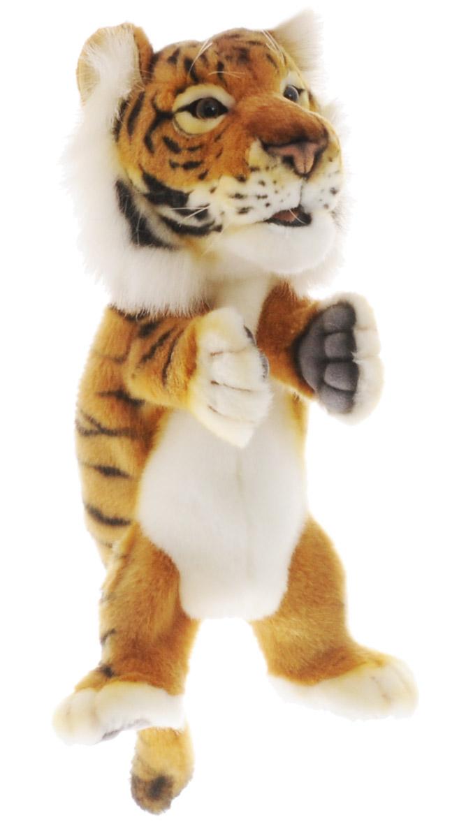 Hansa Toys Мягкая игрушка на руку Тигр4039Мягкая игрушка на руку Hansa Toys Тигр может стать отличным персонажем для многочисленных театральных постановок. Надев игрушечную зверушку на руку, можно будет управлять не только ее головой и корпусом, но и двумя лапами. Игрушка выполнена из качественного искусственного меха, благодаря чему она максимально приближена к своему прототипу. Внутри игрушки имеется несколько отсеков, в которые можно поместить пальцы рук для управления игрушкой. Этот симпатичный зверек легко может стать маленьким актером в руках кукловода, который подарит ему особенный характер, манеру речи и голос.