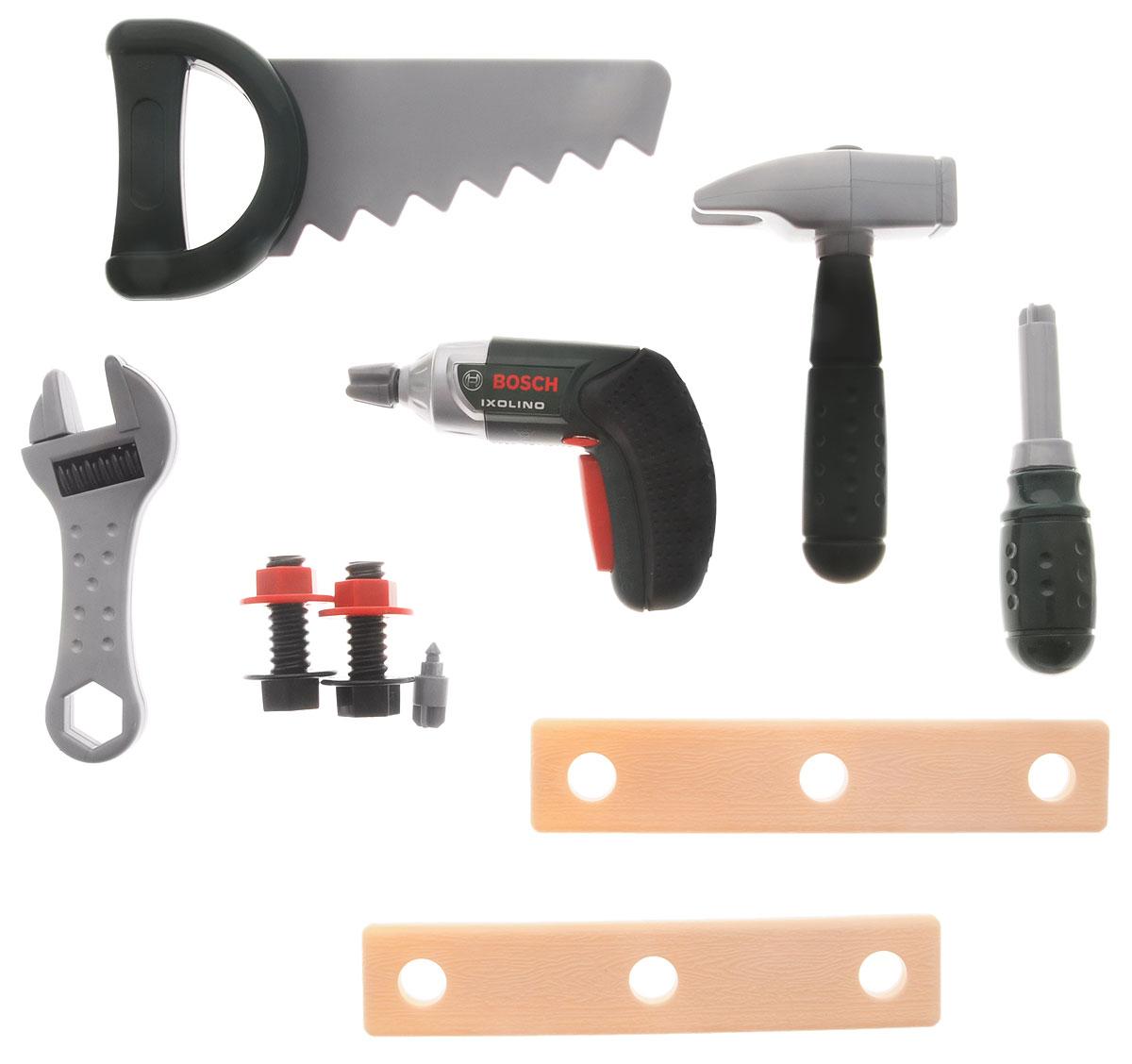 Klein Игрушечный набор инструментов Ixolino Work-Case8466Игрушечный набор инструментов Klein Ixolino Work-Case - та самая игрушка, которая поможет приучить мальчика к мужской работе. Теперь вы можете организовать собственную мини-мастерскую, все предметы в которой будут выглядеть совсем как у папы! В удобном пластиковом кейсе по слотам разложены предметы: дрель со съемным сверлом, молоток, пила, гаечный ключ, 2 болта с гайками, 2 пластины с отверстиями для вкручивания болтов, отвертка. Дрель обладает звуковыми эффектами. Все элементы набора выполнены из качественного и безопасного пластика. Набор инструментов отлично подойдет для ролевых игр ребенка как в помещении, так и на свежем воздухе. Необходимо купить 2 батарейки напряжением 1,5V типа ААА (не входят в комплект).