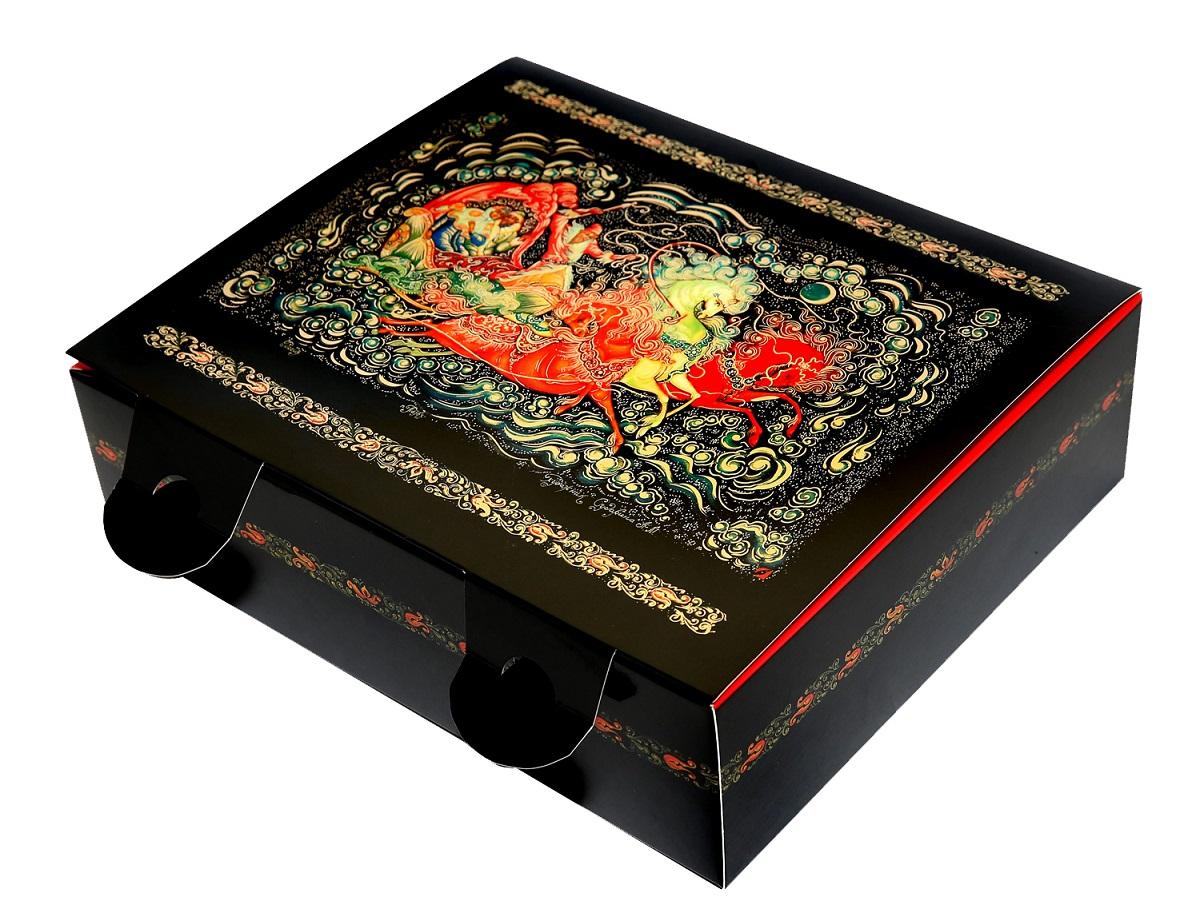 Коробка подарочная Правила Успеха Тройка, с объемным бортом4610009214320Описание дизайна: Художественная роспись - Палех. Пишется Палех яркими темперными красками, густыми и плотными мазками, либо тонкими и полупрозрачными. Для начала на изделие наносится чёрная краска, что в палехе является фоном для рисунка. Чтобы нарисовать одну картину уходит очень много времени, не один месяц, это очень сложный и трудоёмким процесс. В результате получается картина сказочной красоты, которые потом мы используем в своей упаковке. Тип упаковки: Коробка из мелованного картона Параметры внешние: 26 см ширина х 22 см высота х 7,5 см глубина Параметры внутренние: 20,5 см ширина х 18,5 см высота х 7,5 см глубина Отделка: Тиснение золотой фольгой Покрытие: Глянцевое Дополнительные опции: На оборотной стороне крышки - стихи! Возможность изменения размера, дизайна, внесение дополнительных изменений – от 100 шт.
