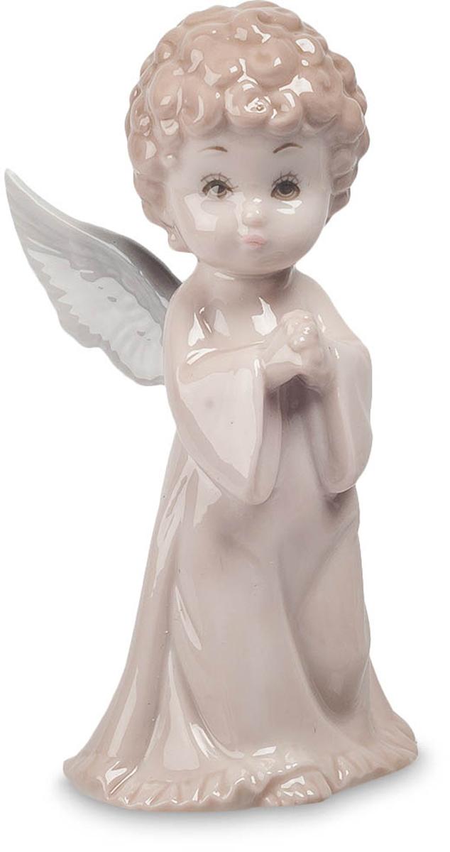 Фигурка Pavone Ангел. JP-05/11JP-05/11Фигурка Ангела высотой 12 см. Саяна - ангел скромности и щедрости. Представляем вашему вниманию фигурку ангела, а конкретнее, Саяна – ангел скромности и щедрости. Слегка застенчивое выражение лица делает статуэтку очень милой и неповторимой в своём роде. Удачно выбранные тона придают элегантность и изысканность сюжету. Белые крылья столь реалистичны, что можно подумать один взмах и вуаля - ангел воспарил к небесам. Фигурка Ангел станет великолепным и удачным приобретением.