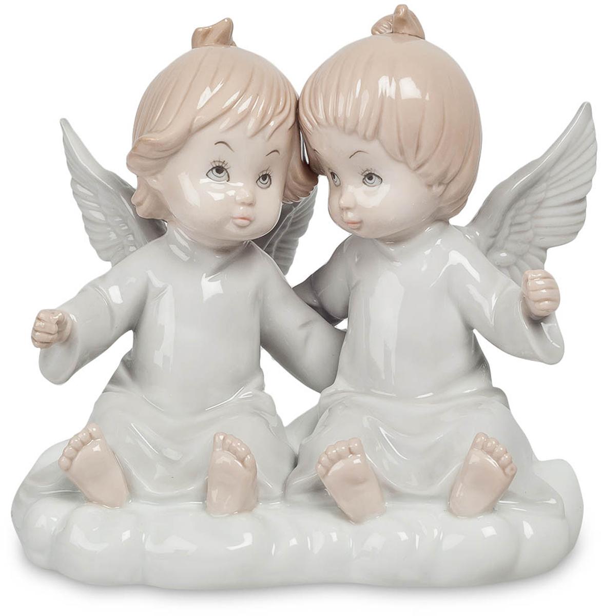 Фигурка Pavone Парочка ангелов. JP-05/12JP-05/12Фигурка Ангелочков высотой 14 см. Нет никого ближе друг другу, чем близнецы. Их связь настолько сильна, что её не в силах разорвать ни расстояние, ни время, ничто. На протяжении всех времён близость друг другу близнецов была уникальна и неповторима. Они всегда были, есть и будут знаменем силы, верности. Связь между ними так прочна, что её невозможно разорвать. Фигурка Парочка ангелов станет великолепным и милым подарком для близняшек и их ангелами-хранителями. Фигурка с двумя ангелочками не только красиво выглядит, но и всегда защитит ваших чад от бед и разочарований. Согласитесь, это немаловажно. Тёплые тона сделают детскую комнату ещё светлее и помогут статуэтке стать великолепным элементом интерьера.