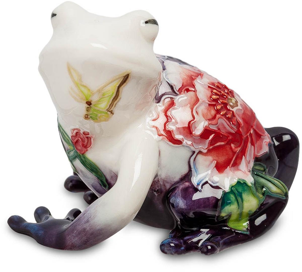Фигурка Pavone Лягушка. JP-247/ 5JP-247/ 5Фигурка Лягушки высотой 6 см. Лягушка символизирует дождь, урожайность, плодовитость. Это прекрасный подарок для людей, увлекающихся садоводством и для тех, кто выращивает овощи и фрукты! Фарфоровая фигурка лягушки порадует вас удивительным сочетанием пастельных тонов, красивым цветочным рисунком и качеством материала. Пестрая бабочка на горловине квакуши, расписанные в черный угольный цвет лапки, заигрывающая улыбка и прищуренные глаза. Такой сувенир станет отличным подарком и украсит интерьер любого дома. Никто из ваших гостей и друзей не пройдет мимо такой чудесной статуэтки.