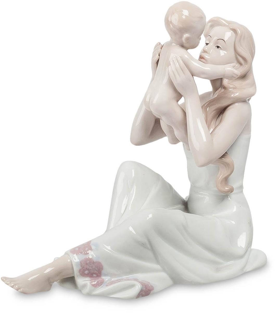 Фигурка Pavone Девушка с ребенком. JP-15/23JP-15/23Фигурка Девушки с ребёнком высотой 18 см. Целый день маму не видел, соскучился так сильно!