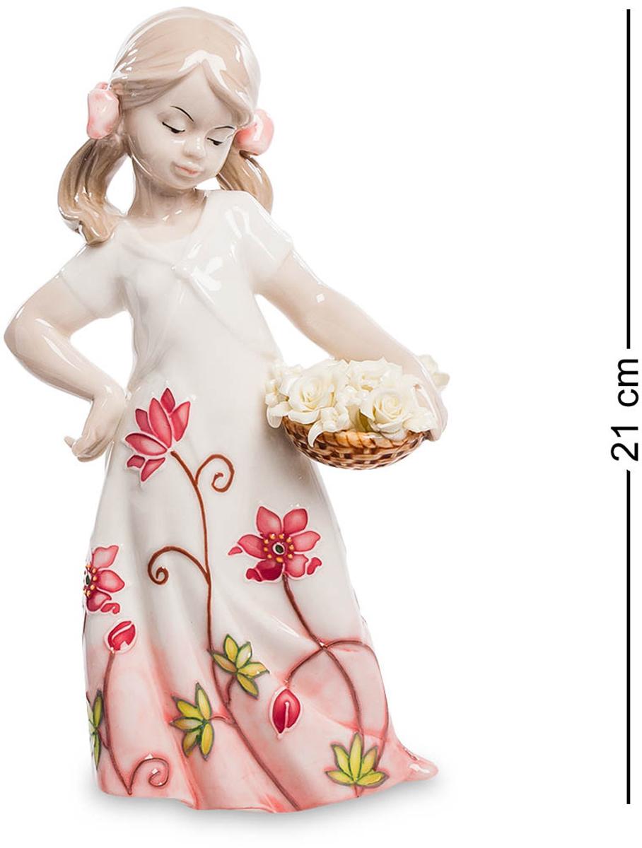 Фигурка Pavone Девочка. JP-764/17JP-764/17Фигурка Девочки высотой 21 см. Дети - цветы жизни, а цветы - дети природы. Фарфоровая статуэтка девочки, продолжающая европейскую традицию изделий из фарфора. Фигурка девочки компактна по размерам и имеет множество мелких деталей, выполненных с большим искусством. Достаточно посмотреть на тонко проработанную корзинку с цветами или выражение лица ребенка, чтобы понять — перед нами произведение искусства, осмысление классики в новых реалиях.