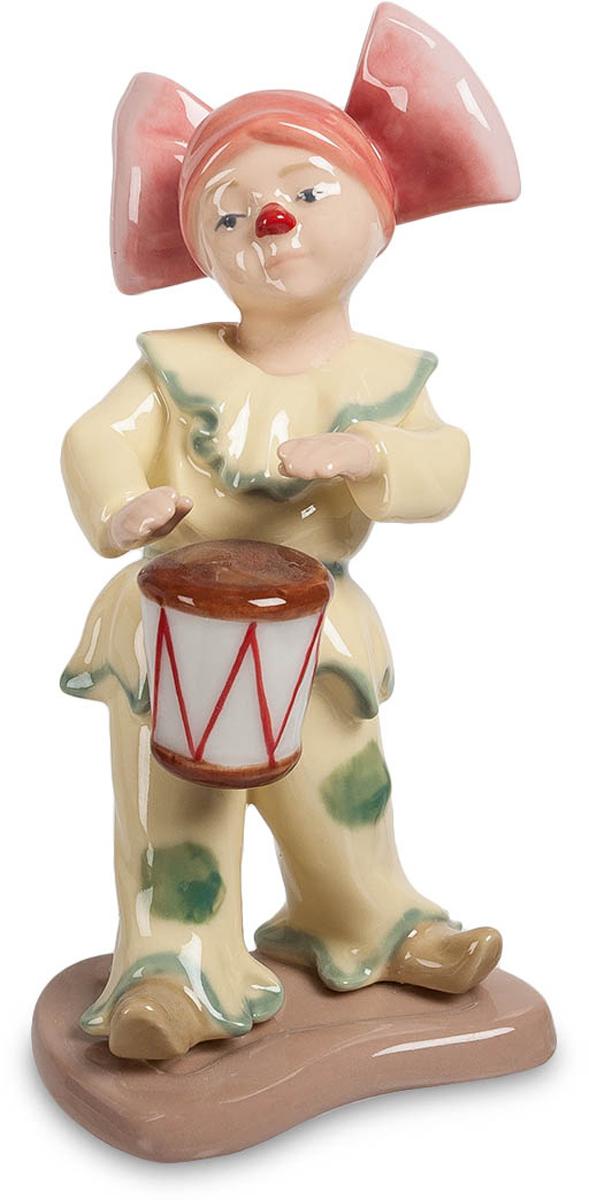 Фигурка Pavone Клоунесса с барабаном. CMS-23/32CMS-23/32Фигурка Клоунесса с барабаном (Pavone) Кто в детстве не любил походы в цирк, где даже стены шатра пропитан радостью и смехом? Веселые, дурашливые клоуны - это символ цирка, символ детства и радости. Фигурка Клоунесса с барабаном может стать тем подарком, который позволит хоть на мгновение вернуться в детство, и заново вспомнить и ощутить те прекрасные моменты атмосферы цирка. Необязательно этот подарок должен быть для кого-то, вы ведь и сами не прочь вернуться в детство, не так ли?