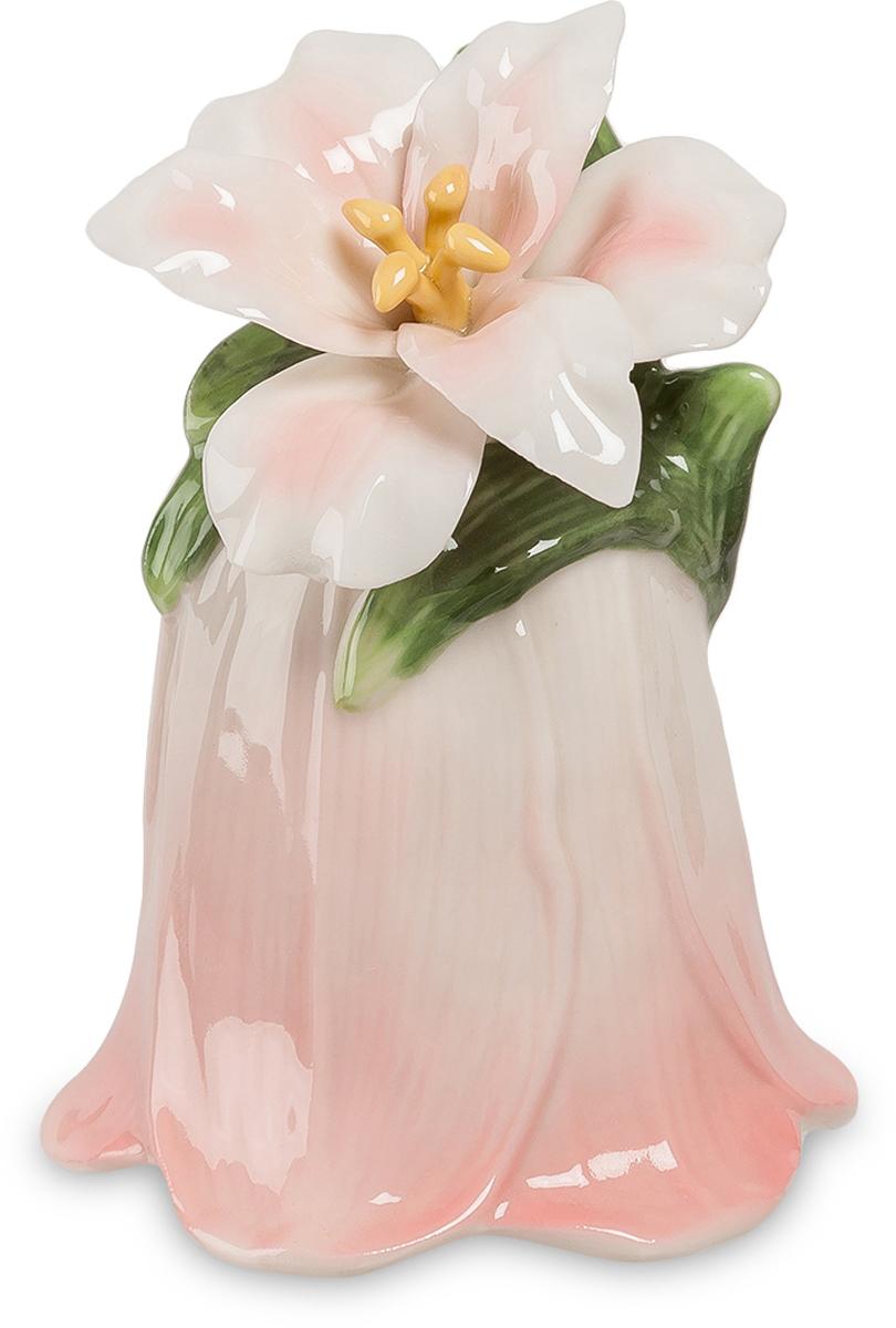 Колокольчик Pavone Райский цветок. CMS-36/ 8CMS-36/ 8Колокольчик Райский цветок (Pavone) Если рай все-таки существует, то наверняка он усеян нежными цветами, над которыми порхают птицы и раздается мелодичный колокольный звон. Чтобы представить, как выглядит рай, достаточно взглянуть на колокольчик Райский цветок, который воплощает собой ореол нежности, легкости и счастья. Миниатюрный колокольчик изготовлен в виде весеннего цветочного бутона. Фарфоровое изделие разукрашено светлыми пастельными тонами, что еще больше подчеркивает его трогательность и утонченность. Колокольчик Райский цветок - это подарок, который ассоциируется с радостью и счастьем.