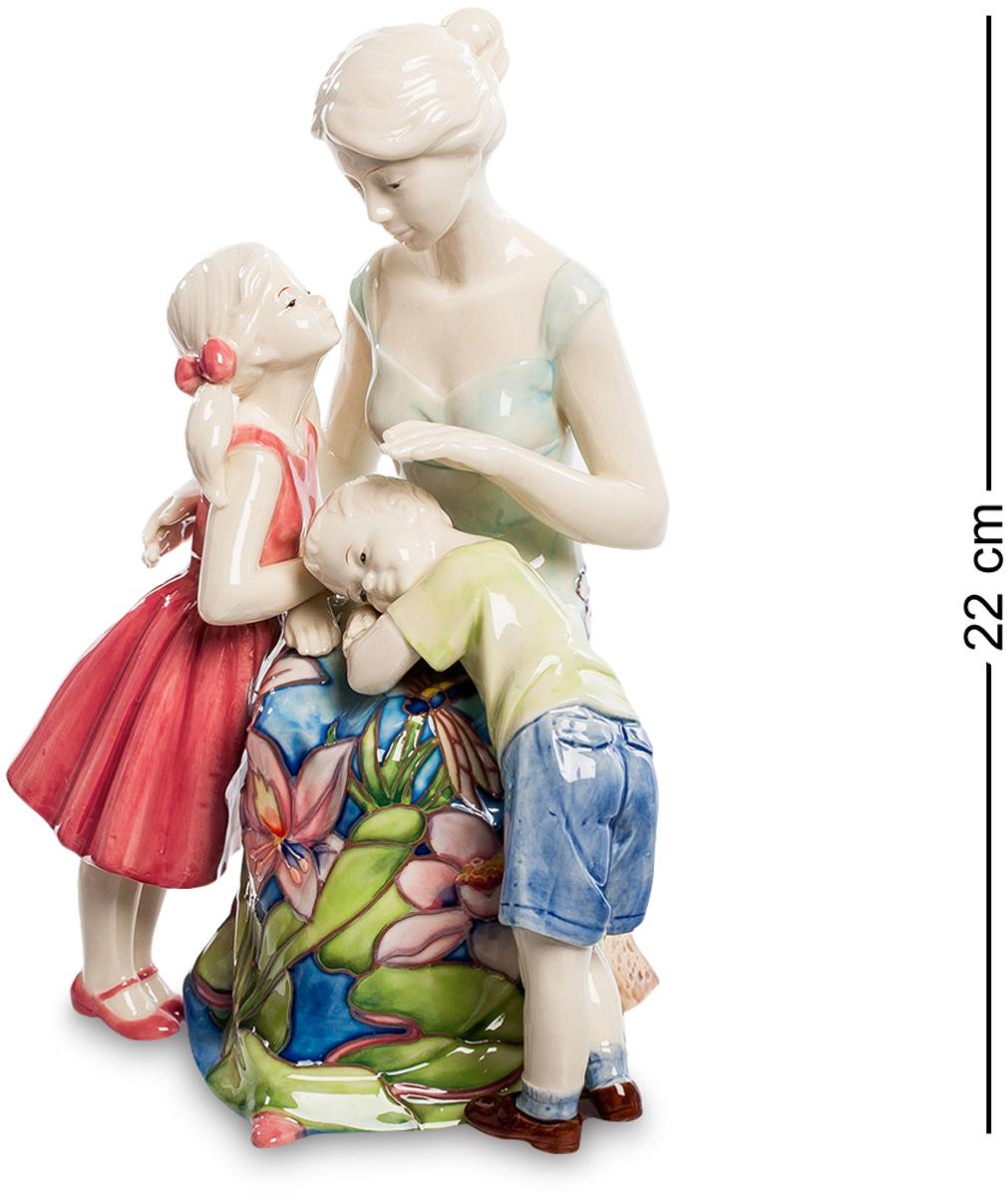Статуэтка Pavone Мамина любовь. JP-12/26JP-12/26Фигурка Девушки высотой 22 см. Забота о людях, однажды вошедшая в сердце человека, превратится в настоящее сокровище, когда эти люди вырастут. Нежная и чувственная статуэтка станет великолепным подарком для каждого члена семьи. Вся композиция пропитана любовью и жертвенностью, которые испытывает каждая любящая мать к своим детям. Фарфоровая статуэтка символизирует нежную любовь, заботу и радость, которую только мама может дать своим любимым малышам. Прекрасный сувенир позволит украсить интерьер любой квартиры или дома.
