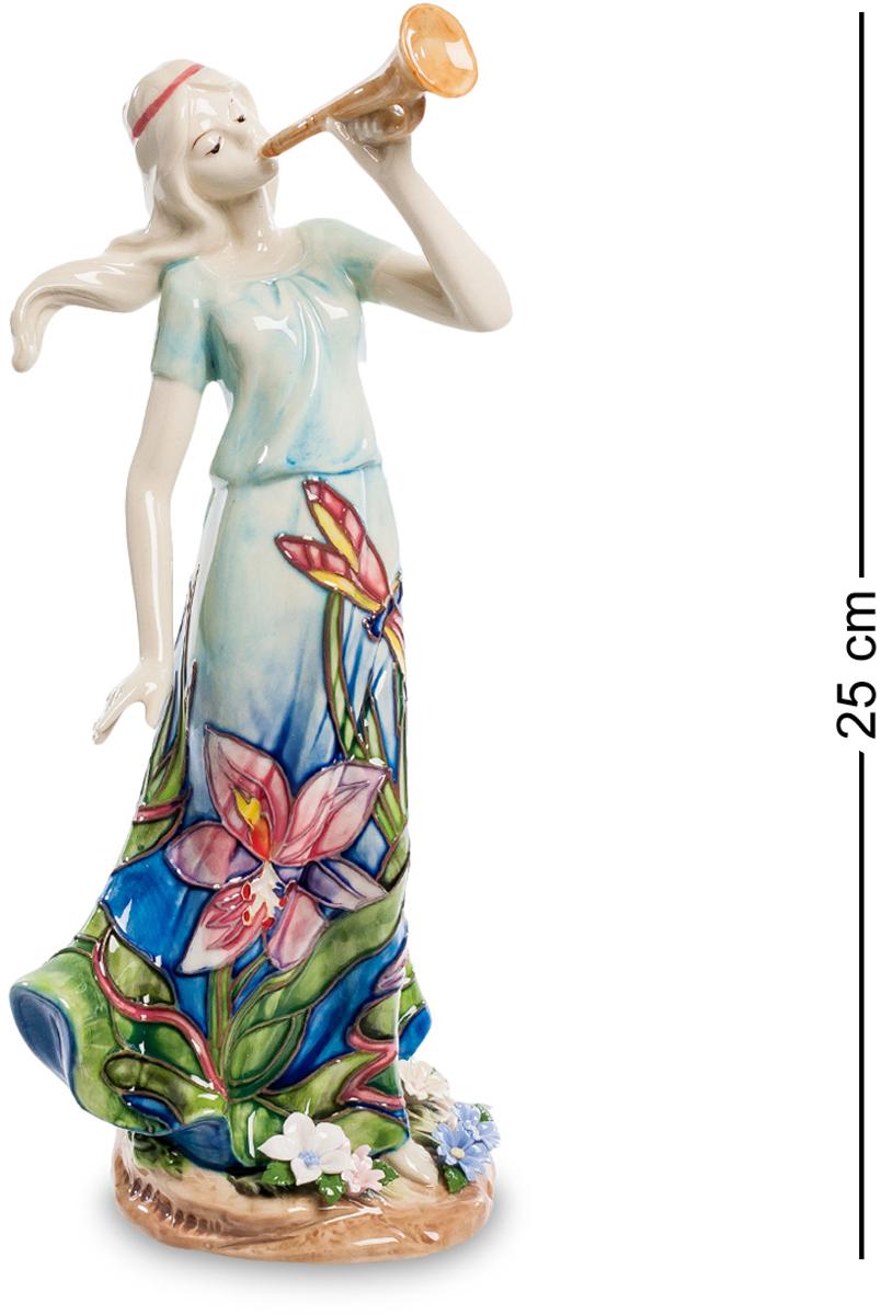 Статуэтка девушка Pavone Волшебная труба. JP-37/ 8JP-37/ 8Статуэтка Девушки высотой 25 см. Для воинов труба, даже если волшебная, предвещает битву, а для нас - Симфонию! Фарфоровая статуэтка девушки Волшебная труба сразу привлекает к себе внимание своей романтичной внешностью. Несмотря на кажущуюся грусть, сама по себе эта фигурка девушки полна жизнерадостности и оптимизма. Если в верхней части фигурки присутствует совсем немного красок, то в нижней части буйство голубого цвета в сочетании с другими, настраивает на позитивный лад. Если долго вглядываться в эту статуэтку, то можно услышать романтичный и нежный звук трубы, шелест летнего ветерка, шорох лесной травы. Изящный подарок отлично подойдет для женщины самого разного возраста и будет служить долгой и крепкой памятью о дарителе такой фигурки.