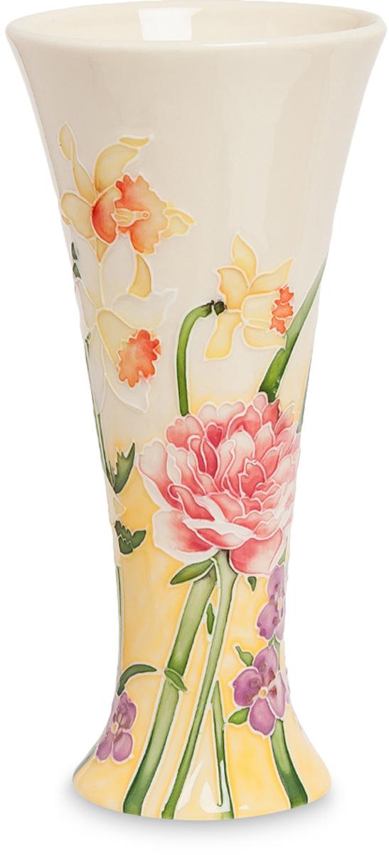 Ваза Pavone. JP-97/48JP-97/48Ваза высотой 20 см. Цветочная ваза Pavone - это воплощение нежных грез солнечного утра, умытого чистой росой и осевшего на прекрасных цветах. Гордые нарциссы и благородные пионы возвышаются над скромными фиалками и словно впитывают в себя первые лучи восходящего солнца. Неповторимое мастерство росписи и изящество сосуда невольно притягивает взгляд и заставляет долго любоваться, забывая о времени. Мастера фарфора и керамики создали простое по форме изделие, представляющее идеальный классический вариант, остающийся вне моды, вне традиций. Классика - это направление, которое всегда стоит на порядок выше, а потому всегда будет актуально. Спокойная, скромная и неповторимая красота соединились в этой вазе для цветов благодаря дизайнерской работе художника.