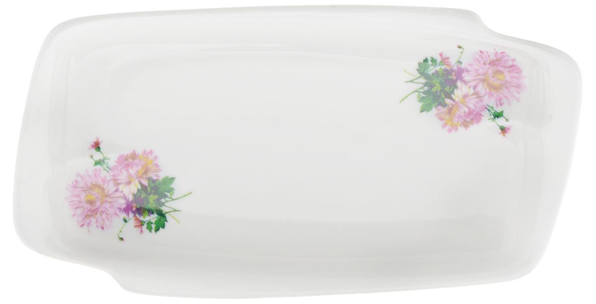 Селедочница Фарфор Вербилок Хризантема, цвет: белый, розовый, длина 18 см5820420Селедочница Фарфор Вербилок Хризантема станет прекрасным украшением праздничного стола. Изящный дизайн и красочность оформления придутся по вкусу и ценителям классики, и тем, кто предпочитает утонченность и изысканность. Так как в селедочнице можно также увидеть нарезки и другие яства, ее можно считать многофункциональной. Такое изделие украсит сервировку вашего стола и подчеркнет прекрасный вкус хозяина, а также может стать отличным подарком.
