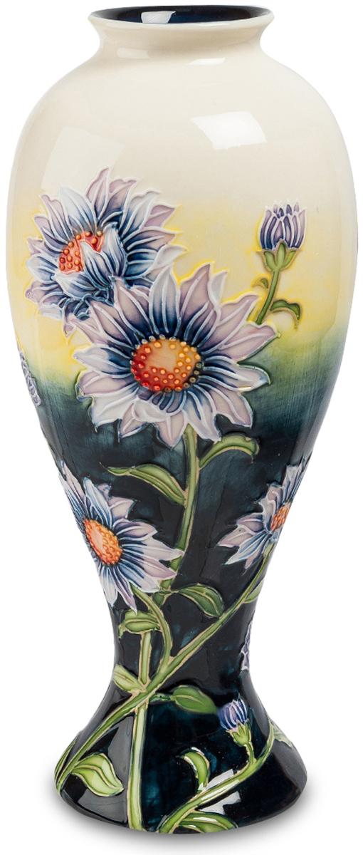 Ваза Pavone Хризантема. JP-98/ 1JP-98/ 1Необычайно красивая ваза Хризантема никого не оставит равнодушным. Ваза поражает не только своей неординарностью, но и роскошью, утонченностью. В ней все сочетается идеально. Элементы дополняют друг друга, создавая симфонию цвета. Восхищение вызывает ее цветовая гамма. Темная, насыщенная нижняя часть вазы и светлый, нежный верх настолько превосходно смотрятся, что просто нереально не влюбиться в эту вазу. А какие безумно красивые хризантемы располагаются по поверхности вазы. Они яркие, насыщенные, что сразу возникает впечатление, словно это живые цветы. Ваза Хризантема, несомненно, станет роскошным украшением любого зала.
