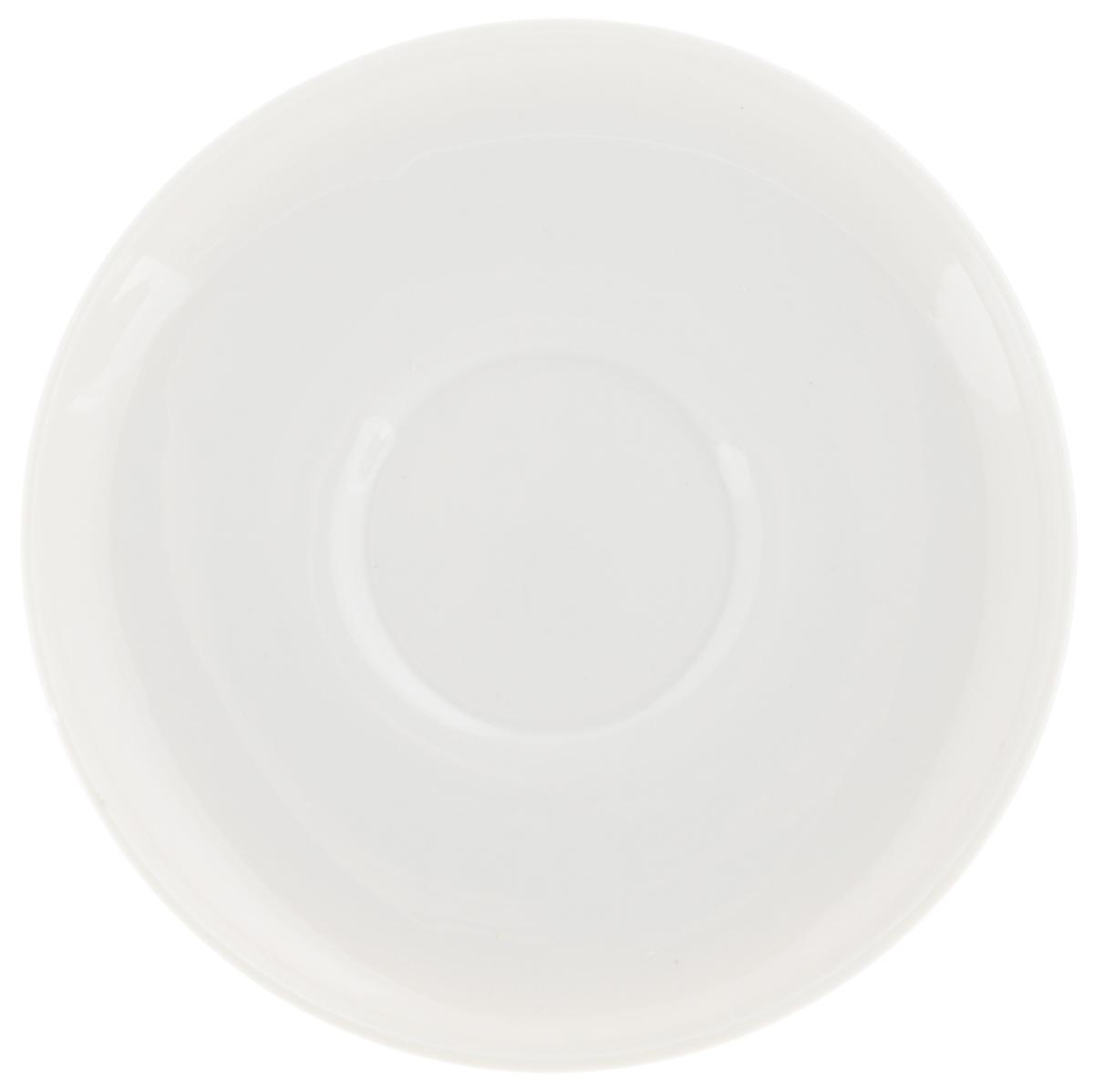 Блюдце Фарфор Вербилок Европейское, диаметр 14 см2181000ББлюдце Фарфор Вербилок Европейское выполнено из высококачественного фарфора. После обжига глазурь становится прозрачной, изделие приобретает глянцевый блеск и твердость. Блюдце Фарфор Вербилок Европейское идеально подойдет для сервировки стола и станет отличным подарком к любому празднику.