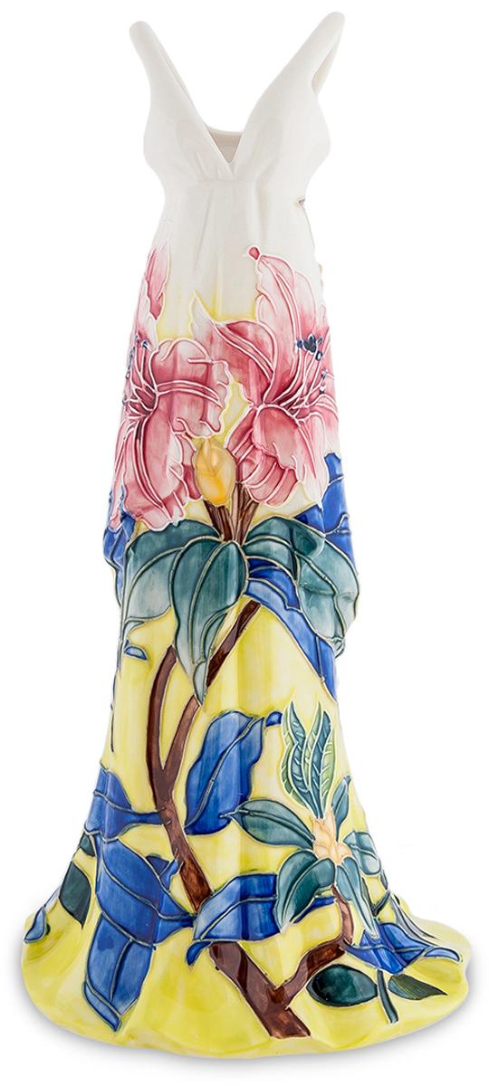 Статуэтка-ваза Pavone Платье. JP-96/29JP-96/29Статуэтка-ваза Платье (Pavone) Спрашивается, зачем нужна такая статуэтка, изображающая длинное платье? Платье, правда, необычное, меняющее цвет от темно-желтого к небесно-голубому. По этому фону разместились цветы – с коричневыми стеблями и синими листьями. Вырываясь из тени к солнечному цвету, растения эти раскрывают пышные розовые цветы. Удивительно красивое платье. И при этом оно не простая статуэтка, а ваза. В нее можно налить воду и поставить в нее живые цветы, которые станут продолжением нарисованных. А если что, так ваза и без цветов выглядит оригинально и привлекает к себе внимание: что это за платье такое странное?