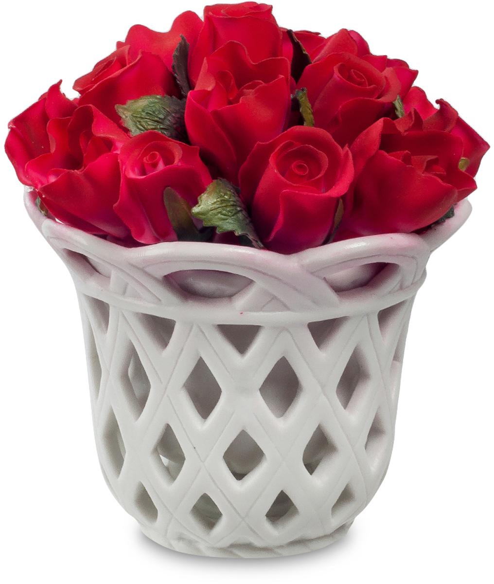 Композиция декоративная Pavone Цветочная корзина, высота 11,5 смCMS-33/65Декоративная композиция Pavone Цветочная корзина, выполненная из высококачественного фарфора, представляет собой букет алых роз в белоснежной вазе. Композиция Pavone Цветочная корзина- изделие с высокой степенью выразительности и декоративности, включающая в себя элементы, которые усиливают ее эмоционально-чувственное восприятие. От латинского decoro - украшаю. То есть декоративная композиция ставит своей целью украшать предметы, интерьер, элементы одежды и прочее. Также изделие станет отличным подарком.