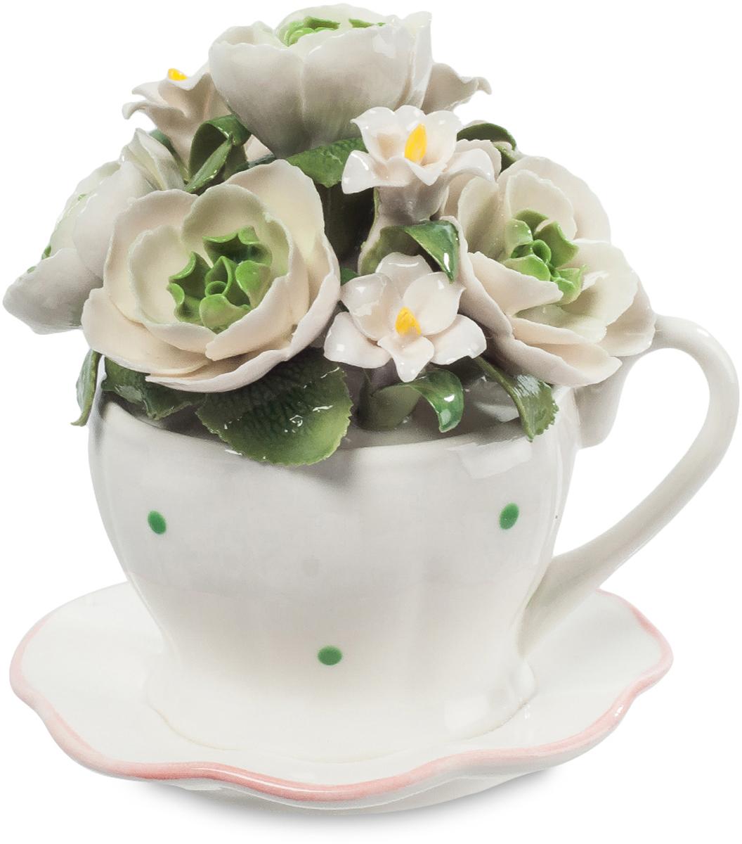 Музыкальная композиция Pavone Чашка с цветами. CMS-33/71CMS-33/71Музыкальная композиция Чашка с цветами (Pavone) Почему считается, что цветы в вазе должны быть на длинных ножках? Мода такая, что ли? Да, это красиво, но не значит, что коротко срезанные цветы на маленьких стебельках не могут быть украшением праздничного стола. Вот эти ослепительно белые цветы поставили в обычную чашку для чая, она тоже белая, и редкие зеленые точечки перекликаются с зеленью листьев. Вот так, буквально из подручных средств, можно создать композицию изумительной красоты. Поставьте ее на стол, накрытый для праздничного обеда, и она всем поднимет настроение, напомнив о поре буйного цветения.