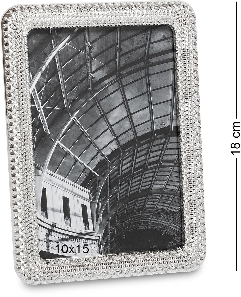 Фоторамка Bellezza Casa Классика, фото 10х15. CHK-173CHK-173Фоторамка для фотографий 10х15 см. Фоторамки есть в доме у каждого человека. Этот элемент декора является не простой вещицей. С помощью фоторамки на стену можно создать комфорт и уютную атмосферу, так как она будет нести в себе приятные воспоминания. Классическая модель рамки разработана для стандартного фото размером 10х15 и поэтому станет универсальным подарком на любой праздник. Металлическая рамка обладает изысканным и оригинальным дизайном. Она может стать как основным подарком, так и небольшим дополнением к главному большому подарку. Фоторамка выполнена из качественного материала. Над ее созданием работали истинные творческие специалисты. Она имеет уникальную резьбу, которая создает впечатление наличия драгоценных камней. Это не просто красивая фоторамка, а настоящее произведение искусства.