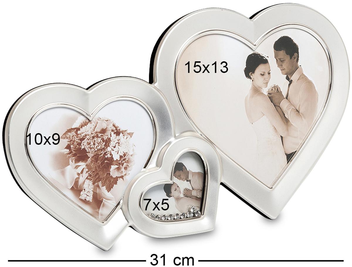 Фоторамка Bellezza Casa Влюбленные сердца, на 3 фото: 10х9, 7х5, 15х13. CHK-039CHK-039Фоторамка Сердце на 3 фото для фотографий 10х9, 7х5 и 15х13 см. Если вы хотите порадовать любимую на вашу годовщину, то преподнесите ей удивительно необычную, неординарную рамку для фото. Влюбленные сердца – это рамка превосходная, роскошная, именно для этого и создана. Здесь вы сможете разместить фотографии оригинальные по своим формам и разные по размерам. Все три рамочки, соединенные в одну имеют форму сердечек. Рамочка не перегружена деталями, и это является ее огромным плюсом перед другими рамками. Деталей в ней немного, но это делает ее особенной. Лишь одно маленькое сердце украшено мелкими камешками, но в этом вся прелесть этого роскошного места для фотографии.