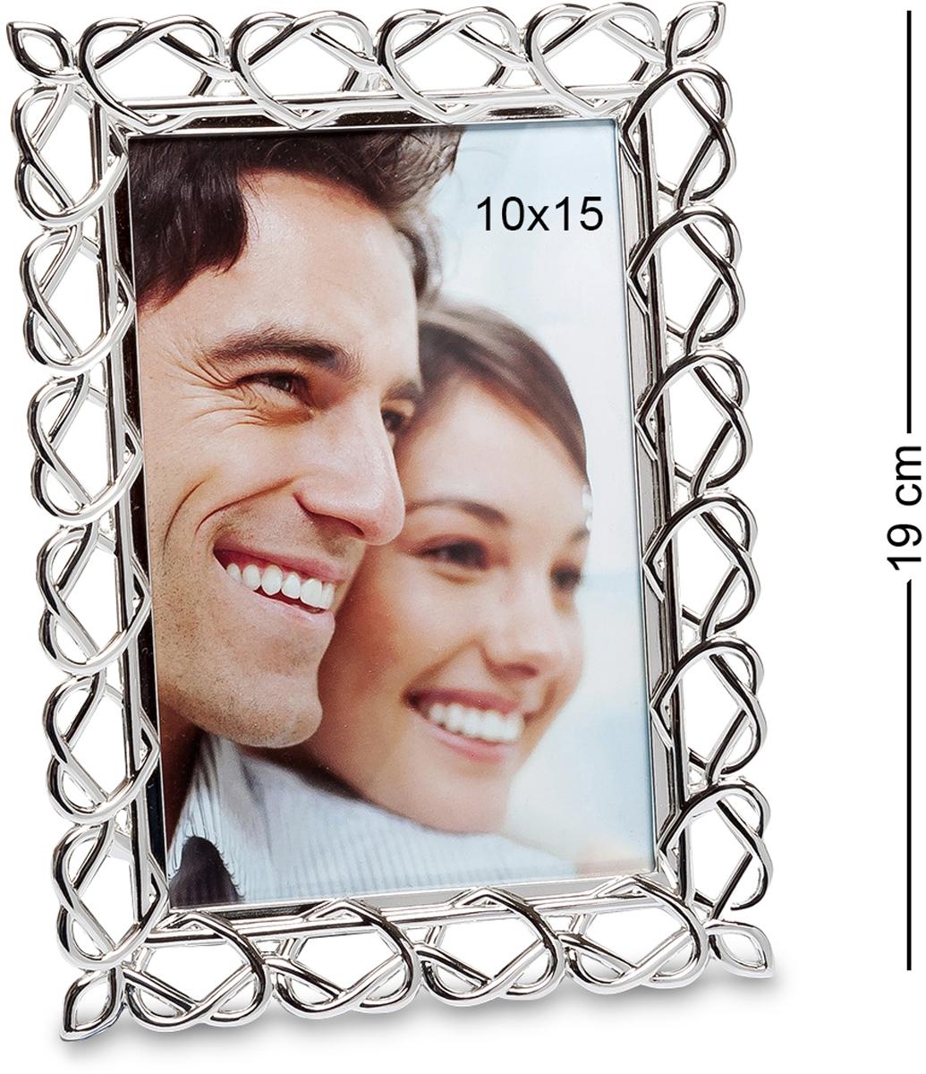 Фоторамка Bellezza Casa Сердечные воспоминания, фото 10х15. CHK-043CHK-043Фоторамка для фотографий 10х15 см Воспоминания составляют неотъемлемую часть нашей жизни, и у каждой счастливой пары, за годы, накапливается множество милых и веселых семейных снимков, которые грех держать в альбомах на полках. Поставьте лучшие фото в рамки, и пускай ваши гости и близкие увидят, насколько хорошо вам живется вместе. Заметьте, что в таком обрамлении как фоторамка Сердечные воспоминания нежные совместные снимки будут выглядеть особенно выигрышно. Всмотритесь в тонкое изящное сплетение керамических сердец, которые соединяются в оригинальном орнаменте, подчеркивая легкость и силу вашей любви. А приятный благородный серебряный цвет делает фоторамку универсальным дополнением к любому интерьеру.
