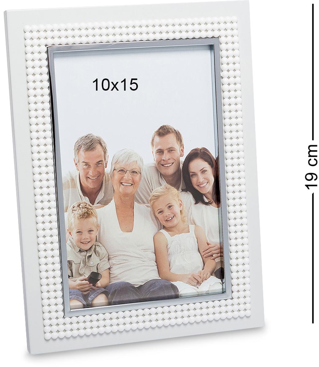 Фоторамка Bellezza Casa Яркое свидание, фото 10х15. CHK-074CHK-074Фоторамка для фотографий 10х15 см. Металлическая рамочка для фото Яркое свидание украсит и сделает особенной даже самое простое фото. Хотя, как фото семьи, с друзьями может быть обычным. Но рамка сделает фото еще более особенным и красочным. В такой рамочке не стыдно фотокарточки поставить и на полку, и повесить на стену. Может показаться, что в ней нет ничего особенного, она не переполнена деталями, но это и делает ее до такой степени оригинальной. Мелкие бусинки по ободку рамочки украшают ее, но не перегружают, и в этом вся ее прелесть.
