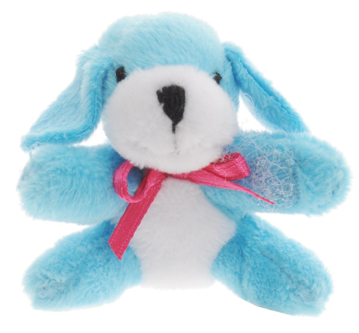 Beanzees Мягкая игрушка Собачка Fluffy 5 смB31001_11_голубой, собачкаСимпатичная миниатюрная мягкая игрушка Beanzees Собачка Fluffy - это игрушка три в одном. Ее приятно держать в руках, увлекательно коллекционировать, а также эти игрушки можно соединять между собой с помощью липучек и носить как оригинальное украшение на шею или на руку. По легенде эти крошечные животные обитают все вместе в волшебном лесу под названием Бинзилэнд, в котором всегда ярко светит солнышко и цветут цветы. Размер игрушки 5 см, она выполнена из мягкого гипоаллергенного материала, набивка - синтетическое волокно, в том числе специальные пластиковые гранулы, делающие эту игрушку замечательным антистрессом. На лапках собачки располагаются маленькие текстильные липучки, с помощью которых игрушку можно соединять с другими.