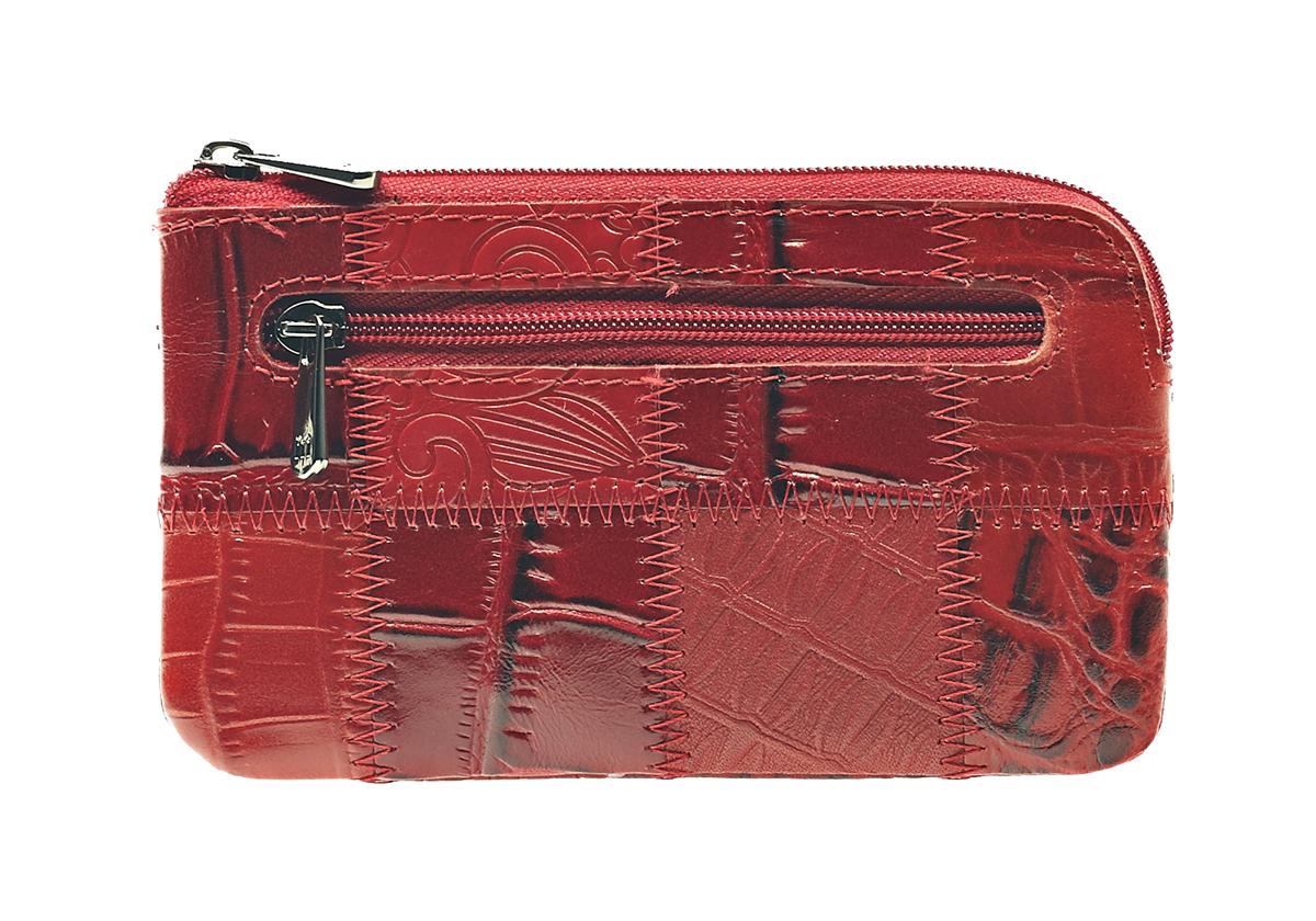 Ключница Malgrado, цвет: красный. 50501-444A50501-444AСтильная ключница Malgrado изготовлена из натуральной кожи с комбинированным тиснением и имеет одно отделение на застежке-молнии. Внутри - цепочка с металлическим кольцом для ключей. На задней стенке расположен кармашек на застежке-молнии. Ключница упакована в коробку из плотного картона с логотипом фирмы. Характеристики: Материал: натуральная кожа, металл, текстиль. Размер ключницы: 13 см x 7,5 см х 1 см. Цвет: красный. Размер упаковки: 13,5 см x 10 см x 3,5 см. Артикул: 50501-444A .