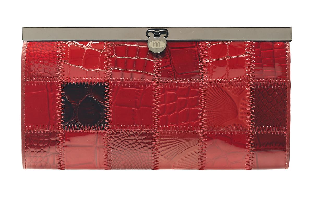 Кошелек Malgrado, цвет: красный. 73003A-44473003A-444A Red Кошелек Бол. MalgradoСтильный кошелек Malgrado выполнен из лаковой натуральной кожи красного цвета с декоративным тиснением. Внутри содержит два горизонтальных кармана из кожи для бумаг, четыре кармашка для кредитных карт, два кармашка со вставками из прозрачного пластика, отделение на молнии для мелочи и четыре отделения для купюр. Кошелек упакован в подарочную металлическую коробку с логотипом фирмы. Такой кошелек станет замечательным подарком человеку, ценящему качественные и практичные вещи. Характеристики: Материал: натуральная кожа, текстиль, металл. Размер кошелька: 19 см х 10 см х 2 см. Размер упаковки: 23 см х 13 см х 4,5 см. Артикул: 73003A-490.