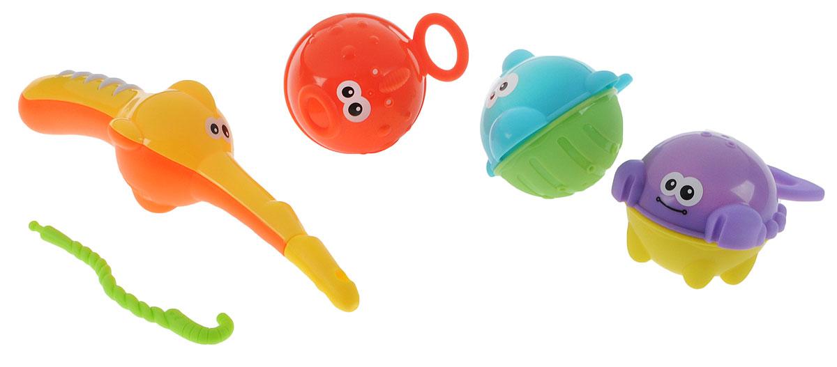 B kids Набор игрушек для ванной Рыбалка004850Игровой набор для ванной B kids Рыбалка превратит процесс мытья в забавную игру. Малыши больше не протестуют против ванны! Итак, у вас есть удочка с удобным крючком, а также три яркие рыбки. Каждую из них можно поймать удочкой за хвост. Начните рыбалку прямо сейчас! Кто станет самым удачливым рыбаком? Кстати, на брюшках рыб есть отверстия: можно наполнять рыбку и выливать из нее воду сквозь дырочки, такая забава очень нравится малышам. Для детей от 1 года.