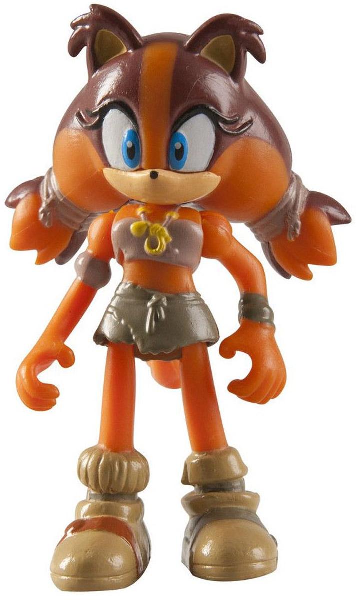 Sonic Boom Фигурка СтиксT22003Фигурка Sonic Boom Стикс выполнена из безопасного пластика в виде персонажа мультфильма Sonic Boom. У фигурки подвижные руки, ноги и голова. Такая фигурка непременно придется по душе вашему ребенку и станет замечательным украшением любой коллекции. Миниатюрная фигурка полная копия своего мультипликационного прототипа. Рыжая барсучиха Стикс - одна из главных персонажей мультфильма Sonic Boom. Очень обаятельная, но недоверчивая и даже несколько подозрительная героиня. Стикс отлично ориентируется в лесу, умеет создавать различное оружие из дерева и блестяще владеет им. Еще одной её отличительной чертой является способность имитировать голоса птиц. Несмотря на то, что ей довольно сложно адаптироваться в обществе, она всегда готова помочь друзьям раскрыть преступные планы злодеев.
