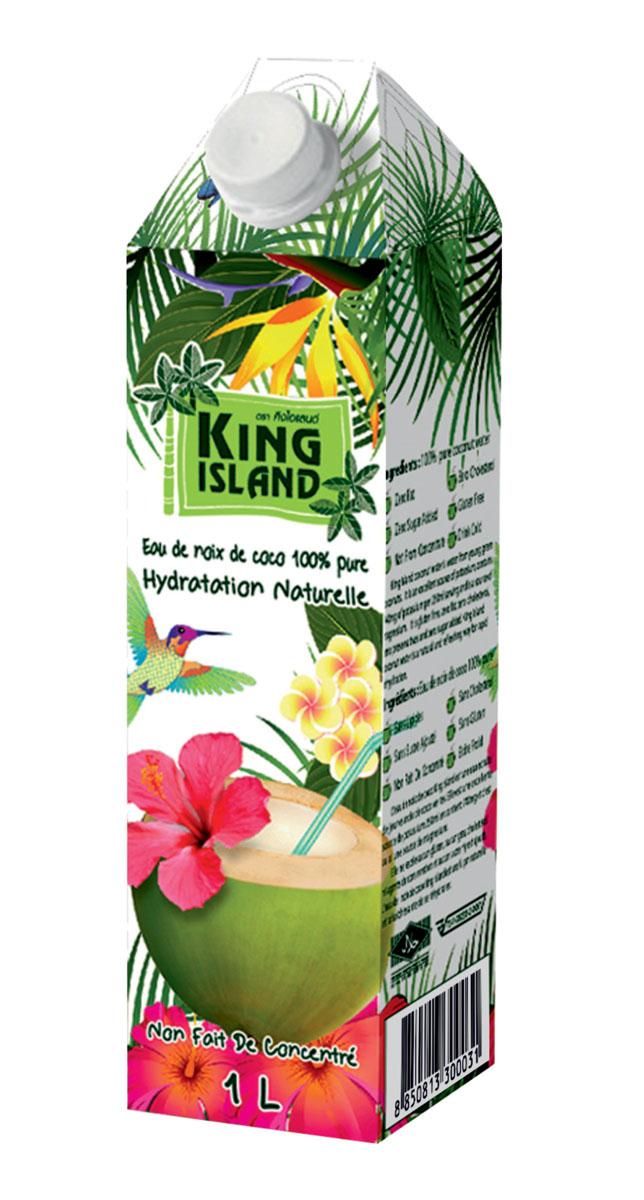 King Islamd кокосовая вода без сахара, 1 л542916100% натуральная кокосовая вода без сахара Кокосовая вода – природный изотонический напиток, насыщающий кислородом все клетки организма, улучшающий обмен веществ, содействующий снижению веса, поднимающий иммунитет, способствующий нормализации уровня сахара в крови. Полезен при борьбе с вирусами, в т.ч. герпеса, гриппа и др. Натуральный источник минералов: натрий, кальций, железо, магний, фосфор, медь, калий, селен, марганец, цинк, глюкоза. Содержит витамины: С, В-6, В-12, рибофлавин, ниацин, тиамин, пиридоксин, холин, фолаты. Кокосовая вода King Island содержит около 294 мг калия, это больше, чем почти во всех спортивных напитках (117 мг) и энергетиках. В то же время в ней меньше натрия (25 мг), чем в спортивных(41 мг) и энергетических (200 мг) напитках, поэтому King Island - идеальный напиток для любителей фитнеса и активного образа жизни. При этом он не содержит сахара (а так же фруктозы и других сахарозаменителей), а калорийность такого напитка всего 14 кКал на 100 г. Таким...