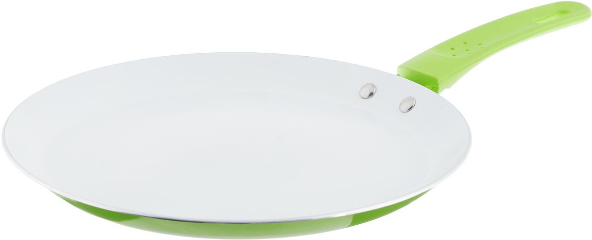 Сковорода блинная Добрыня, с керамическим покрытием, цвет: зеленый. Диаметр 24 см. DO-5015DO-5015_зеленыйСковорода Добрыня выполнена из высококачественного алюминия с экологически безопасным трехслойным покрытием. Внутреннее керамическое покрытие обладает антипригарными свойствами и не выделяет вредных веществ. Новая структура покрытия обеспечивает существенно более высокую прочность, устойчивость к скалыванию, а также феноменальную стойкость к истиранию. Не содержит PFOA и PTFE. Декоративное внешнее покрытие, нанесенное методом напыления, обладает стойкостью к водной среде, маслам, моющим средствам и абразивам. Отличные термоаккумулирующие свойства обеспечивают равномерное распределение тепла. Эргономичная ручка из термостойкого пластика с нескользящим покрытием Soft-Touch обеспечивает дополнительный комфорт во время использования. Сковороду можно использовать на газовых, электрических, стеклокерамических и индукционных плитах. Можно мыть в посудомоечной машине. Диаметр сковороды: 24 см. Высота стенки: 2 см. Длина ручки: 15,5 см....
