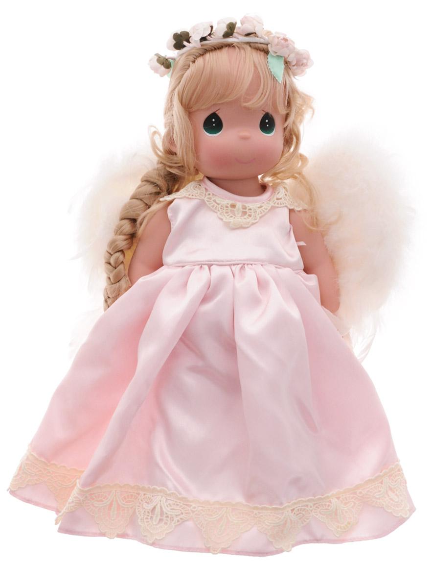 Precious Moments Кукла Ангел-хранитель1200Коллекция кукол Precious Moments ростом выше 30 см насчитывает на сегодняшний день более 600 видов. Куклы изготавливаются из качественного, безопасного материала и имеют пять базовых точек артикуляции. Каждый год в коллекцию добавляются все новые и новые модели. Каждая кукла имеет свой неповторимый образ и характер. Она может быть подарком на память о каком-либо событии в жизни. Куклы выполнены с любовью и нежностью, которую дарит нам известная волшебница - создатель кукол Линда Рик! Кукла Ангел-хранитель одета в великолепное светло-розовое атласное платье. Светлые волосы куклы заплетены в косу и украшены атласным бантом. За плечами куклы - перьевые крылья, а прическу украшает венок из роз. У куклы милое личико с большими зелеными глазами. Вся одежда съемная. Кукла научит ребенка взаимодействовать с окружающими, а также поспособствует развитию воображения, логики и тактильного восприятия. Кукла станет отличным подарком для девочки, а также ценным экспонатом любой...