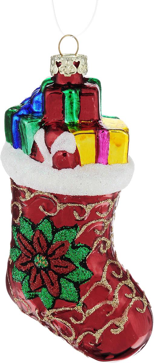 Украшение новогоднее подвесное Winter Wings Башмачок, высота 10 смN07620Новогоднее подвесное украшение Winter Wings Башмачок выполнено из стекла в виде башмака и украшено блестками. С помощью специальной петельки украшение можно повесить в любом понравившемся вам месте. Но, конечно, удачнее всего оно будет смотреться на праздничной елке. Елочная игрушка - символ Нового года. Она несет в себе волшебство и красоту праздника. Создайте в своем доме атмосферу веселья и радости, украшая новогоднюю елку нарядными игрушками, которые будут из года в год накапливать теплоту воспоминаний.