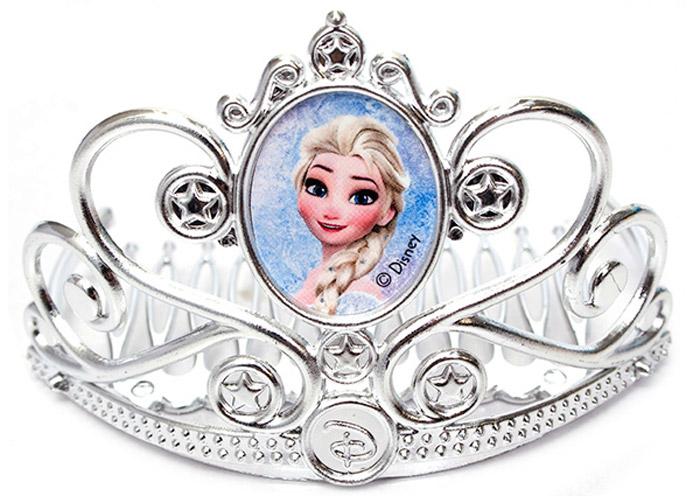 Disney Frozen Игрушечная тиара82584Игрушечная тиара Disney Frozen - замечательный подарок для каждой девочки к любому празднику, особенно если она является поклонницей популярного мультфильма Холодное сердце! С такой короной ваша девочка сможет почувствовать себя настоящей королевой, поскольку украшения выполнены ледяном стиле. В центре тиары - изображение вашей любимой героини мультфильма Холодное сердце, белокурой красавицы Эльзы. Изделие закреплено гребешком, который поможет короне четко закрепиться у вас на голове. С такой короной ваш ребенок сможет затеять увлекательную сюжетно-ролевую игру, воспроизводить любимые сцены из мультфильма или придумывать собственные, уникальные истории.