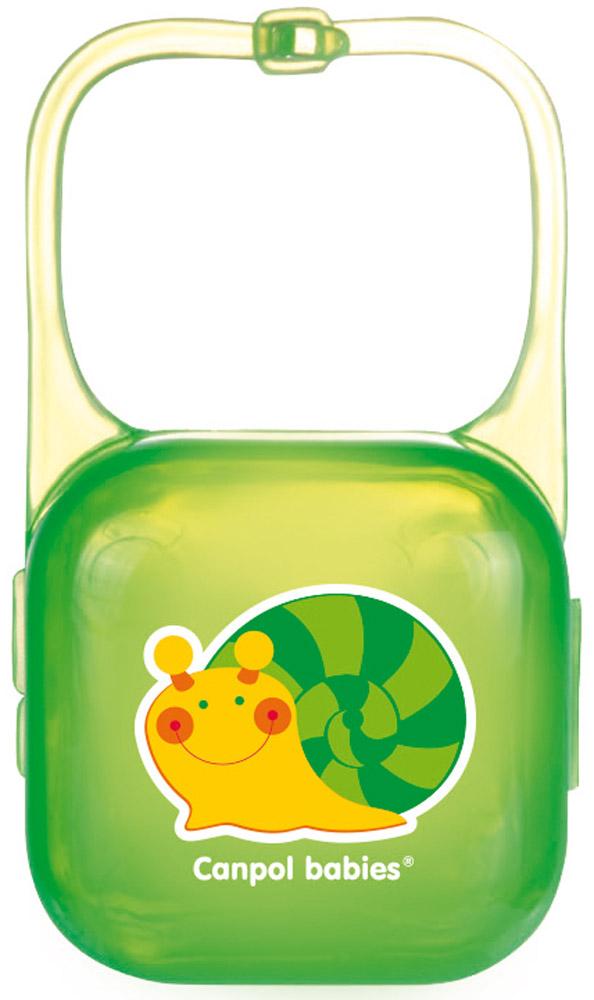 Canpol Babies Футляр для пустышки цвет зеленый250930408Футляр для пустышки Canpol Babies эффективно защищает пустышку вашего малыша от загрязнения на прогулке, в поездке и дома. Футляр удобно крепить к коляске, кроватке или автомобильному креслу. Обеспечивает безопасное и гигиеничное хранение пустышек в сумке, рюкзаке или кармане. Изготовлен из качественных и безопасных материалов, не содержит бисфенол А. Бренд Canpol Babies уже более 25 лет помогает мамам во всем мире растить своих малышей здоровыми и счастливыми.