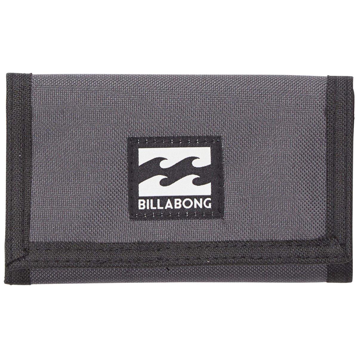 Кошелек дорожный Billabong Atom Wallet, цвет: темно-серый , 1 л. Z5WL02Z5WL02Классический тряпичный кошелек с новыми расцветками от Billabong.