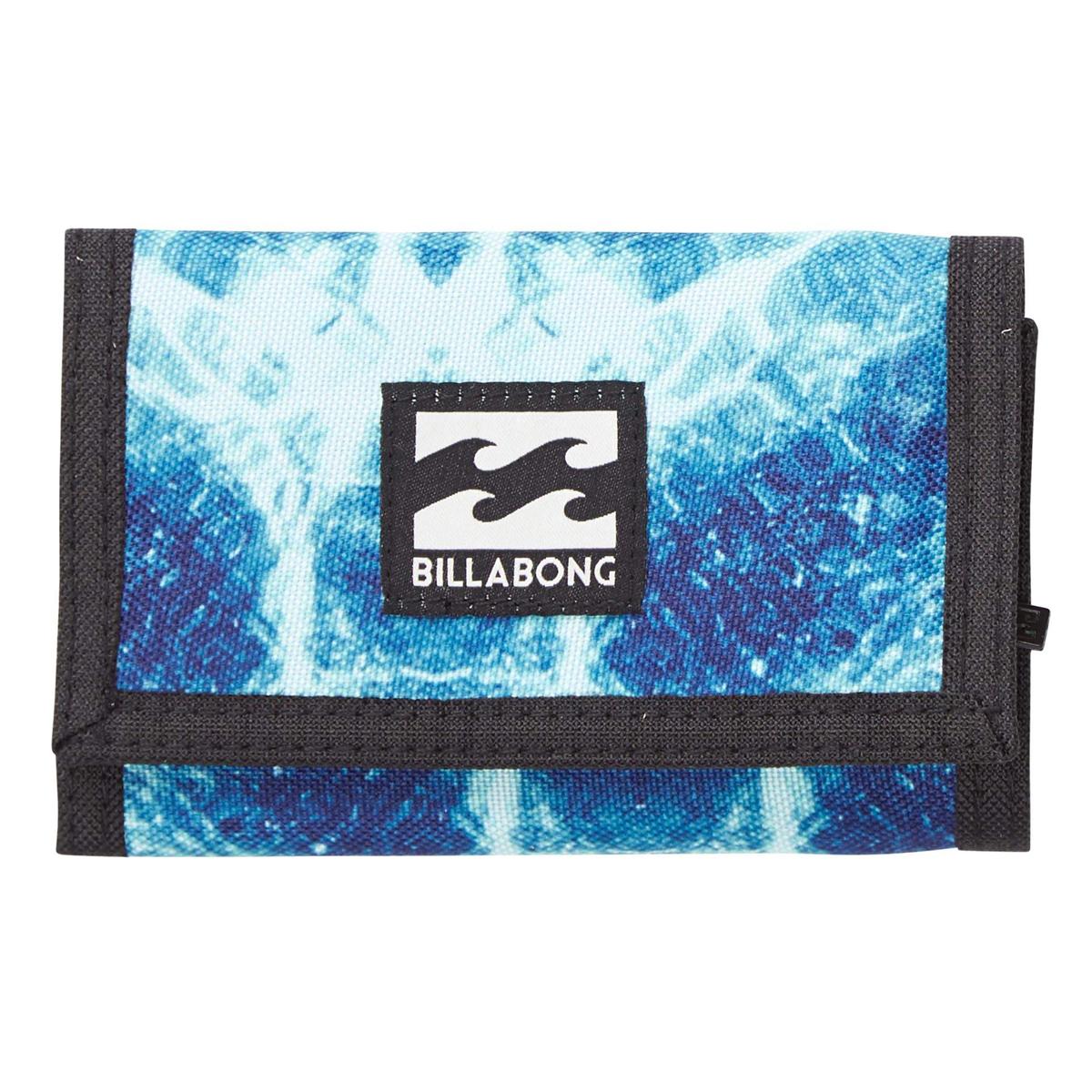 Кошелек дорожный Billabong Atom Wallet, цвет: голубовато-синий, 1 л. Z5WL02Z5WL02Классический тряпичный кошелек с новыми расцветками от Billabong.