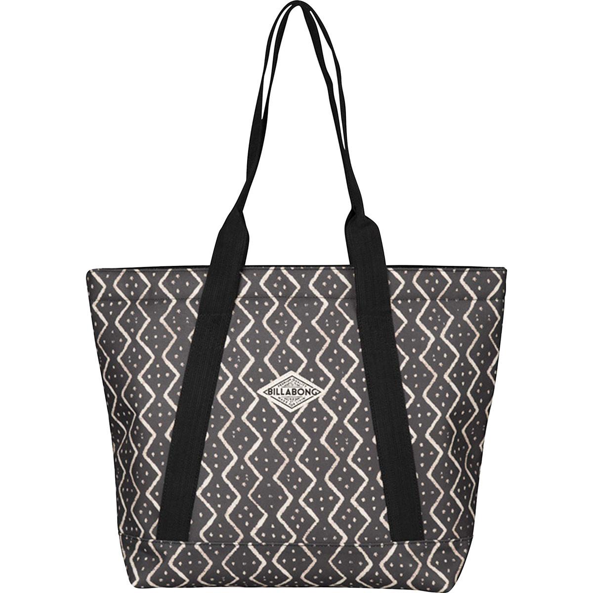 Сумка женская Billabong Erasun, цвет: черный, 20 л. Z9BG01Z9BG01Вместительная сумка Billabong Erasun, обеспечивающая такую же вместимость, что и любимая пляжная сумка, но предлагающая городской функционал. Застежка на молнии сохранит все Ваши вещи в целости, а внутренний карман и отсек для ноутбука позволят правильно организовать пространство для переноски вещей.