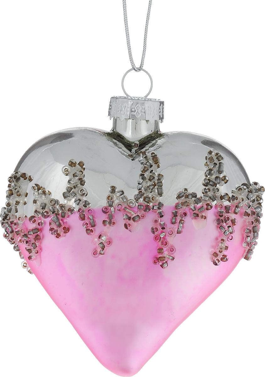 Украшение новогоднее подвесное Winter Wings Сердце, 7 х 8 х 4 смN079094Новогоднее подвесное украшение Winter Wings Сердце выполнено из стекла в виде сердца и украшено бисером. С помощью специальной петельки украшение можно повесить в любом понравившемся вам месте. Но, конечно, удачнее всего оно будет смотреться на праздничной елке. Елочная игрушка - символ Нового года. Она несет в себе волшебство и красоту праздника. Создайте в своем доме атмосферу веселья и радости, украшая новогоднюю елку нарядными игрушками, которые будут из года в год накапливать теплоту воспоминаний.