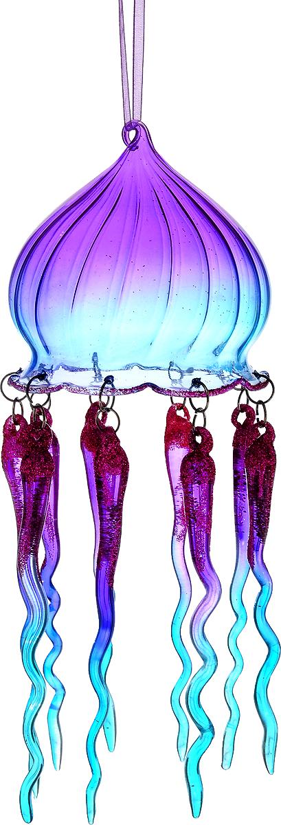 Украшение новогоднее подвесное Winter Wings Медуза, высота 21 смN07521Новогоднее подвесное украшение Winter Wings Медуза выполнено из стекла в виде медузы и украшено блестками. С помощью специальной петельки украшение можно повесить в любом понравившемся вам месте. Но, конечно, удачнее всего оно будет смотреться на праздничной елке. Елочная игрушка - символ Нового года. Она несет в себе волшебство и красоту праздника. Создайте в своем доме атмосферу веселья и радости, украшая новогоднюю елку нарядными игрушками, которые будут из года в год накапливать теплоту воспоминаний.