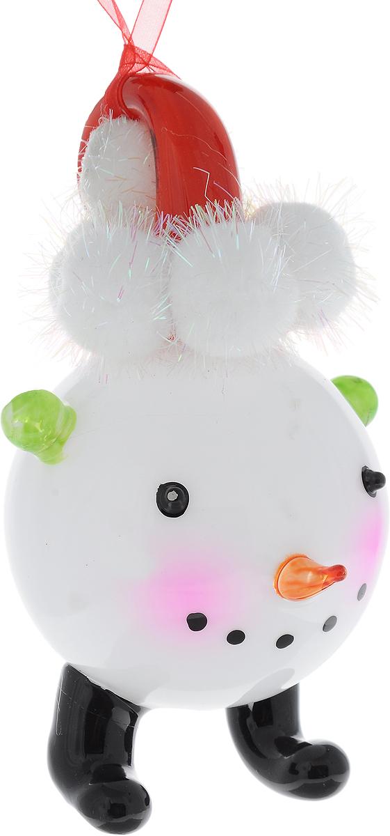Украшение новогоднее подвесное Winter Wings Снеговичок, высота 16 смN07507Новогоднее подвесное украшение Winter Wings Снеговичок выполнено из стекла в виде фигурки снеговика. С помощью специальной петельки украшение можно повесить в любом понравившемся вам месте. Но, конечно, удачнее всего оно будет смотреться на праздничной елке. Елочная игрушка - символ Нового года. Она несет в себе волшебство и красоту праздника. Создайте в своем доме атмосферу веселья и радости, украшая новогоднюю елку нарядными игрушками, которые будут из года в год накапливать теплоту воспоминаний.
