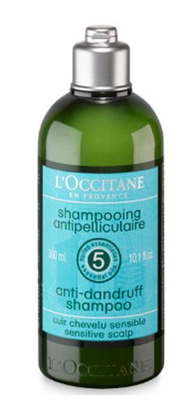 Шампунь LOccitane, против перхоти, 250 мл304365Смягчающий и балансирующий шампунь Loccitane для чувствительной кожи головы содержит балансирующий комплекс из пяти эфирных масел (можжевельник, чайное дерево, тимьян, лимон, перец) и высокоэффективные вещества для борьбы с перхотью. Смягчает кожу головы, дарит волосам здоровье и блеск. Натуральная пенная основа, не содержит парабенов, силиконов, синтетических красителей.