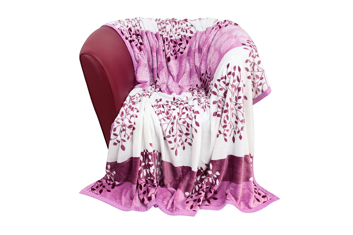 Плед EL Casa Сиреневое настроение, 200 х 230 см960025Уютный, легкий и прочный плед в оригинальном дизайне послужит украшением декора вашей комнаты и согреет вас и ваших близких. Устойчив к истиранию и скатыванию, не мнется, не деформируется, сохранит первоначальный вид даже при активном использовании и многочисленных стирках. Такой плед идеален в качестве подарка на любой праздник. Изделие в подарочной сумке с ручками. Плотность - 320 г/м2.