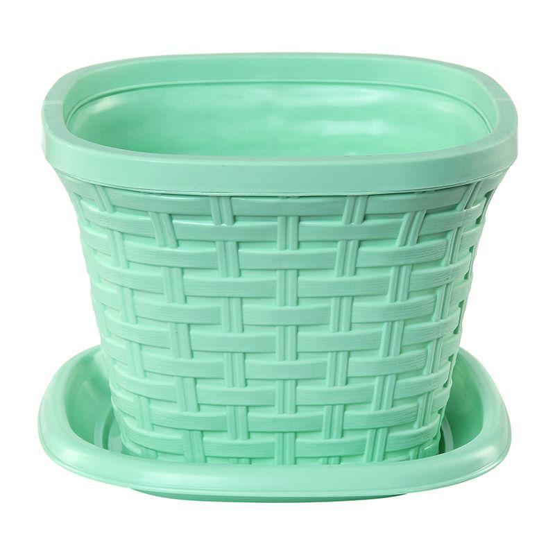 Кашпо квадратное Violet Ротанг, с поддоном, цвет: зеленый, 2,6 л33261/18Квадратное кашпо, выполненное из пластика, прекрасно подойдет для выращивания трав и цветов. Имитирующее плетение из ротанга кашпо имеет поддон. Объём кашпо: 2,6 л.