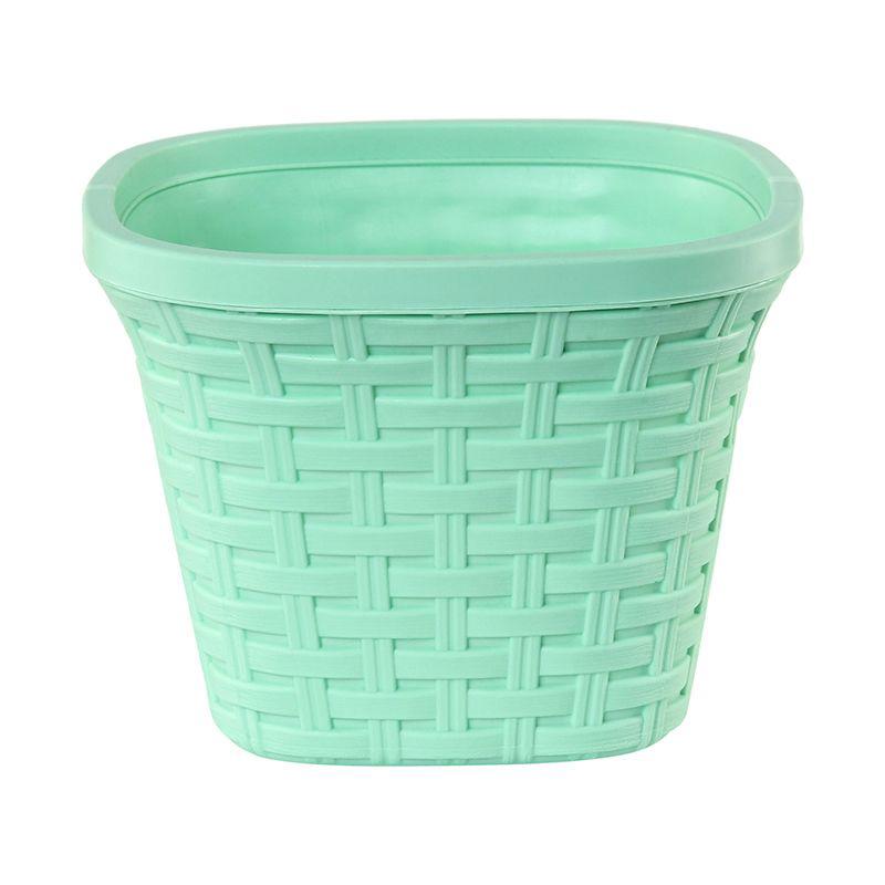 Кашпо квадратное Violet Ротанг, с дренажной системой, цвет: зеленый, 1,3 л33130/18Квадратное кашпо Violet Ротанг изготовлено из высококачественного пластика и оснащено дренажной системой для быстрого отведения избытка воды при поливе. Изделие прекрасно подходит для выращивания растений и цветов в домашних условиях. Объем: 1,3 л.