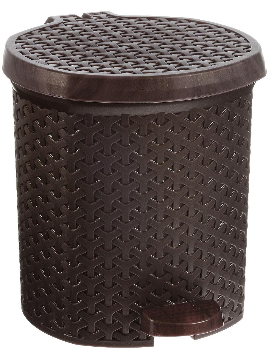 Контейнер для мусора Magnolia Home, с педалью, цвет: коричневый, 6 л3801Мусорный контейнер Magnolia Home очень удобен в использовании как дома, так и в офисе. Изделие, выполненное из прочного пластика, не боится ударов. Контейнер оснащен педалью, с помощью которой можно открыть крышку. Закрывается крышка практически бесшумно, плотно прилегает, предотвращая распространение запаха. Внутри пластиковая емкость для мусора, которую при необходимости можно достать из контейнера. Интересный дизайн разнообразит интерьер кухни и сделает его более оригинальным.
